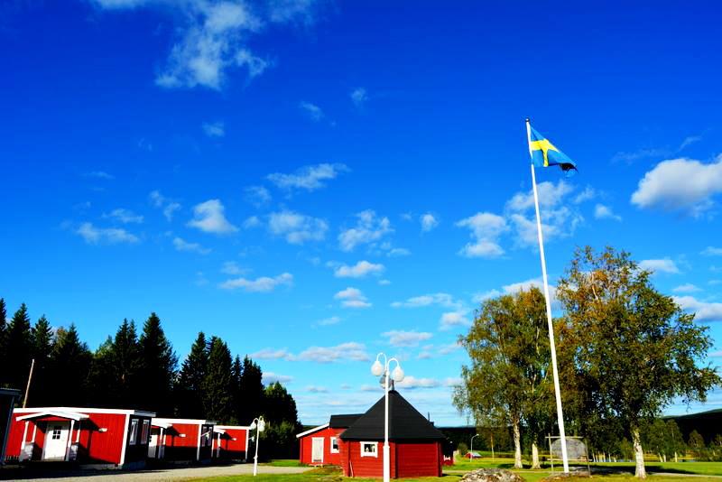 Pêcher les salmonidés en  Laponie Suédoise.