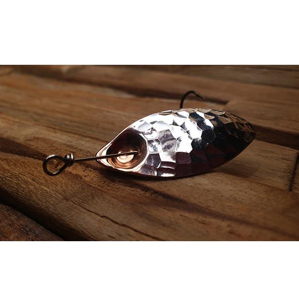 cuillère pour la pêche de la truite dans les grandes rivières.