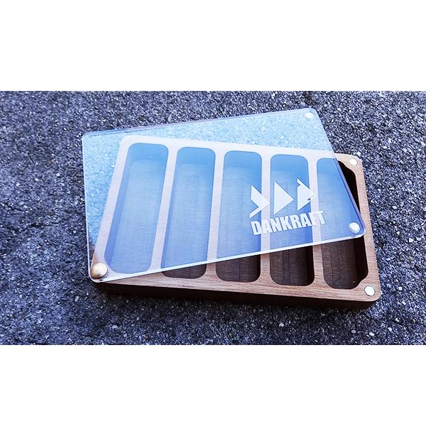 Boite leurre en bois massif de noyer au format XL couvercle en plexiglass. Un TOP produit des amoureux des beaux produits fonctionnels.